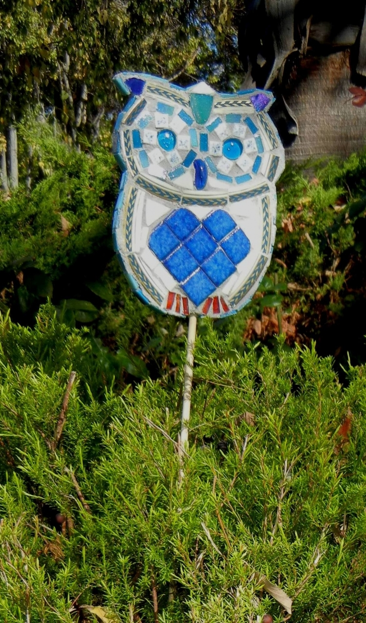 Design Your Own Owl To Put In Your Garden. You Will Create A 3D Owl Using A  Variety Of Mosaic Materials And Thinset Mortar.